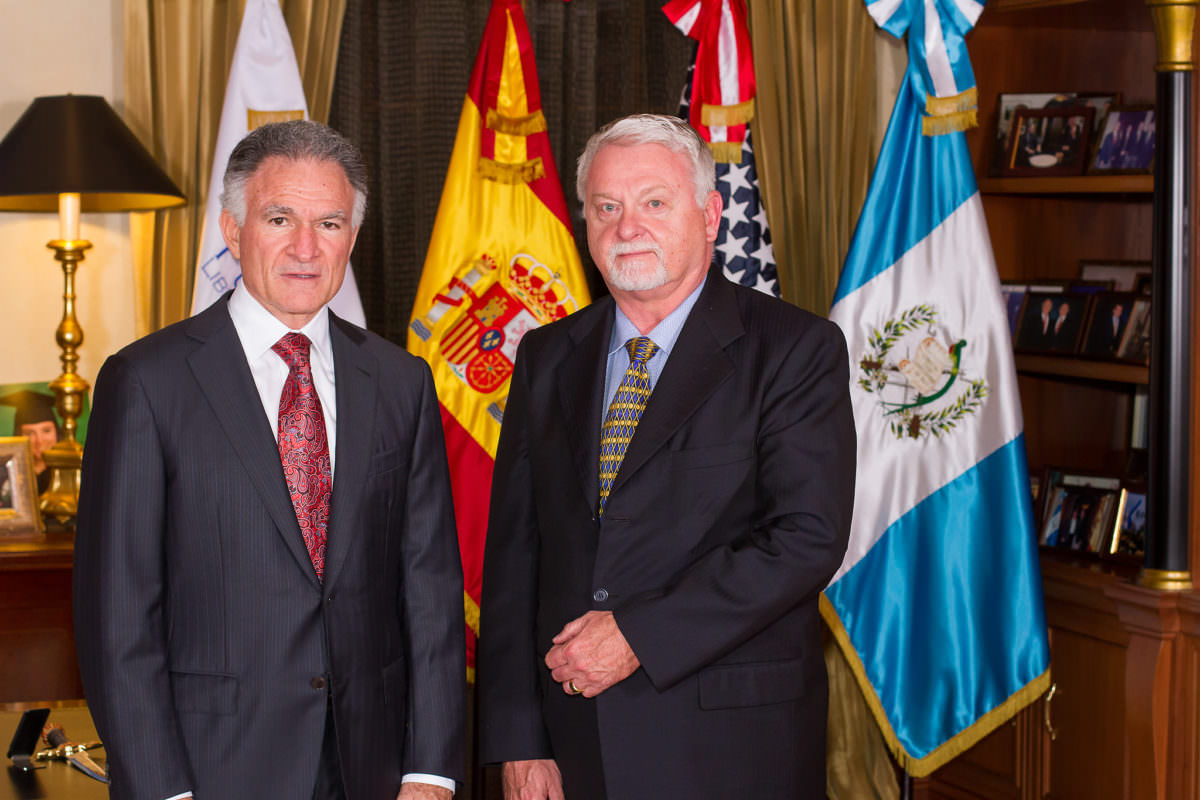 Larry Holifield, ex attaché a cargo de la DEA para Colombia